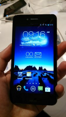 asus-padfone-infinity-droite-global-mwc-2013-hands-on-preview-prise-en-main