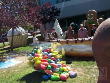 jelly-bean-statue-googleplex.