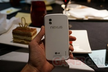 lg-google-nexus-4-blanc-photo- (2)