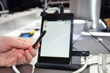 mwc-2012-barcelone-lg-4g-lte-optimus-vu-stylet-prise-en-main-hands-on__02
