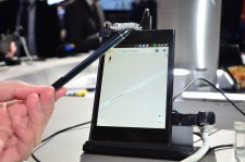 mwc-2012-barcelone-lg-4g-lte-optimus-vu-stylet-prise-en-main-hands-on_