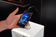 mwc-2012-panasonic-prise-en-main-review-gamme-eluga-water-proof_